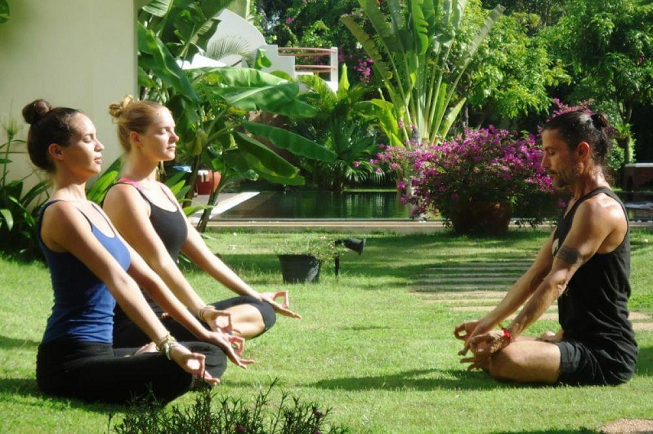 Featured image of top 30 yoga retreats for November 2017 with two female yogis in lotus pose led by male yoga teacher and healer at the 3-day Detoxify and Recharge Yoga Retreat in Angkor, Cambodia